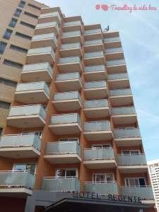 Fachada del Hotel Regente, con sus balconcitos