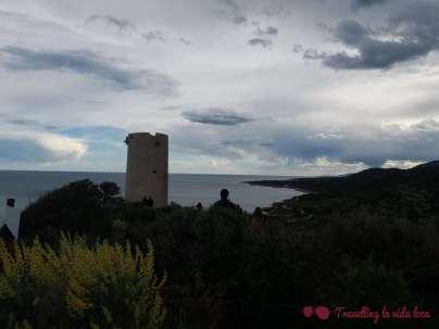 La fachada litoral de la Sierra de Irta con la torre Badum