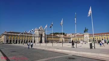 La bonita Praça de Comércio, bañada por el Tajo