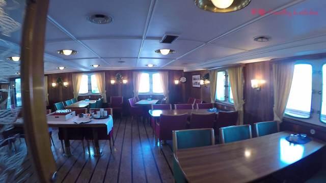 El salón donde se sirve el desayuno a bordo