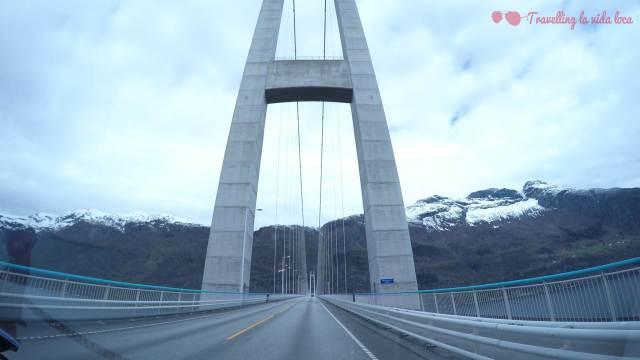 Atravesando el puente de Hardanger
