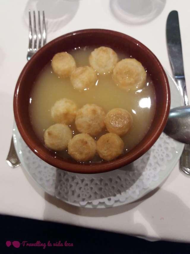 La sopa morellana con buñuelos