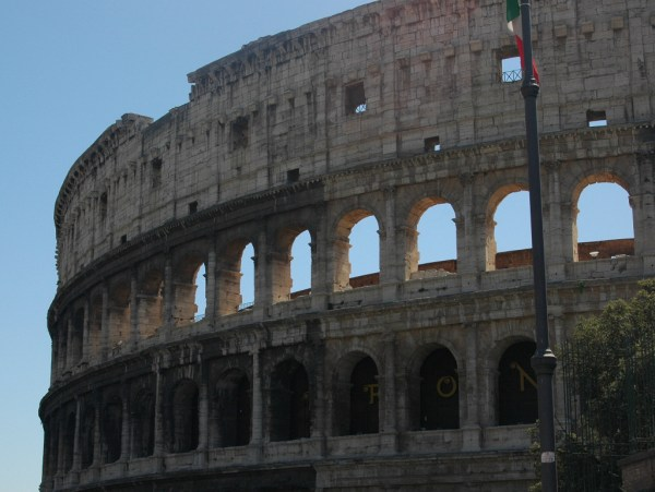 Travel through Rome travellivelearn.com
