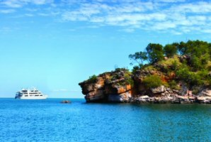 Cruise the Kimberley