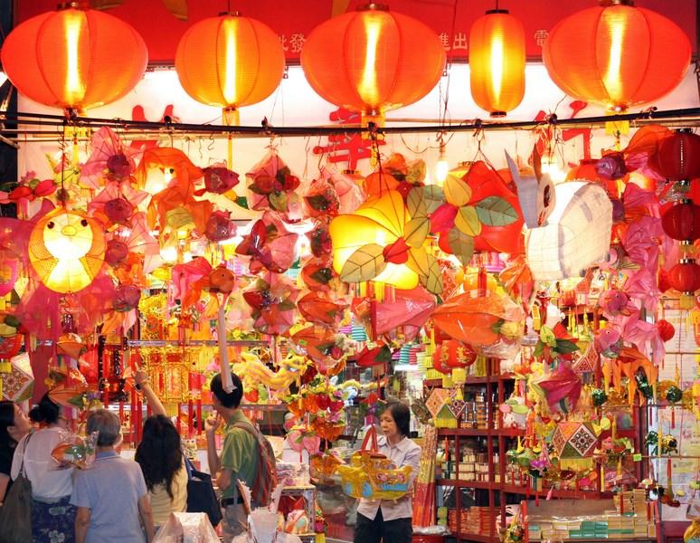 Temple St Night Market - credit HKTB (Copy)