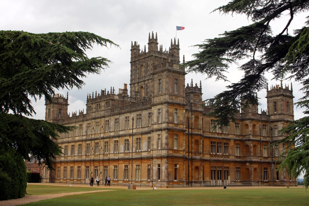 Filming location of Downton Abbey - visit London to Highclere Castle