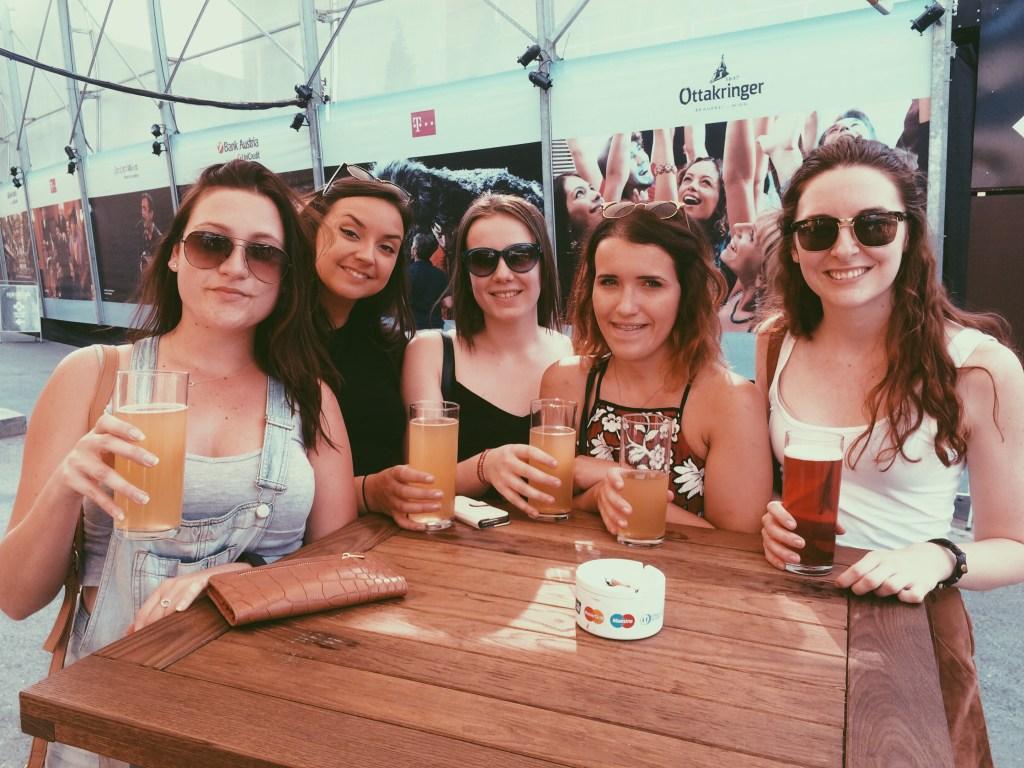 Jordan Lea Expat Explore story travellivelearn 2016 with mates