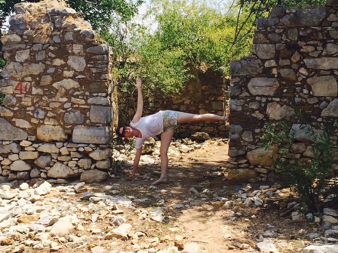 Flavia Turkey yoga travellivelearn 1500x