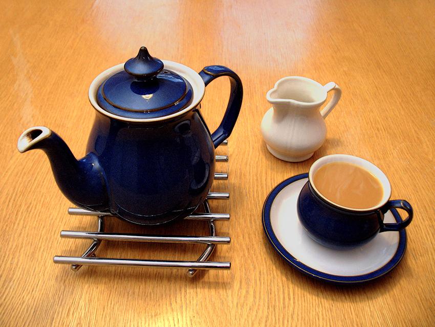 Drinking tea Wiki creative commons