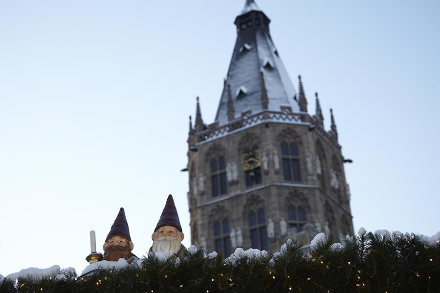 Christmas markets Cologne - Santa's helpers