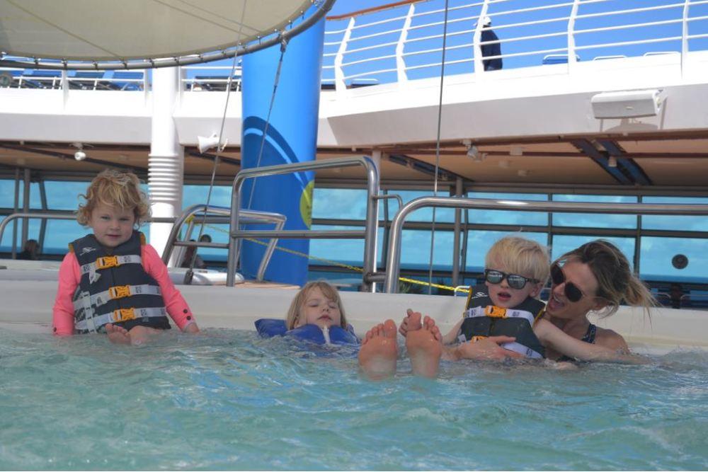 Navigator of the seas pool deck