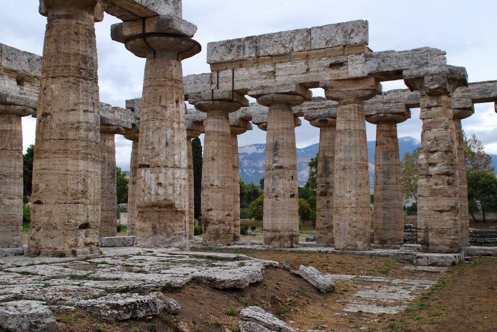 Temple of Neptune Paestum Italië
