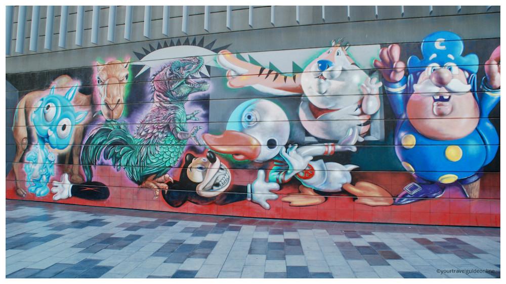 Ron Englisch street art Dubai