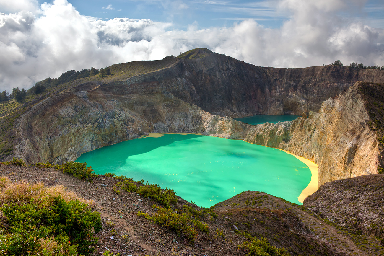 FINDING THE CRATERS OF FLORES