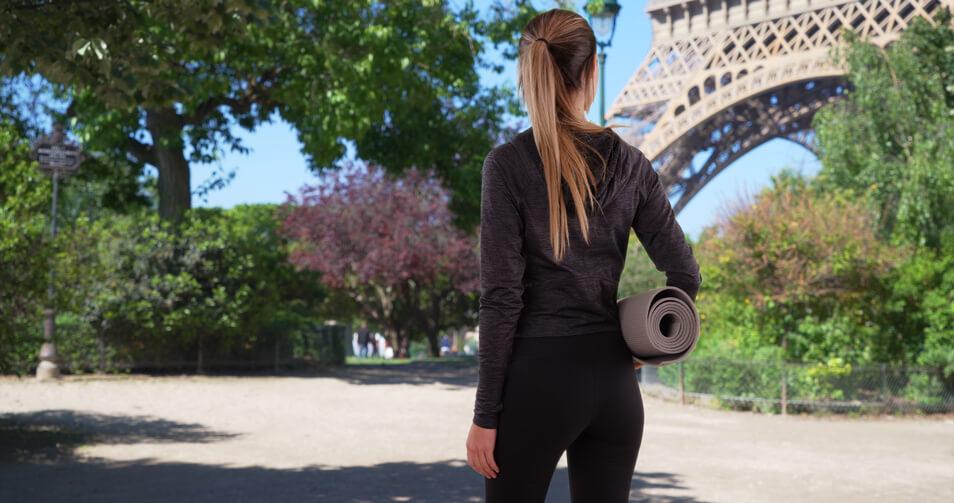 yogamatte unter dem arm