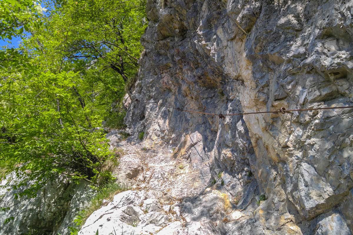 Wir wandern die steile Komarca Wand empor, um in das 7-Seen-Tal im Nationalpark Triglv zu gelangen