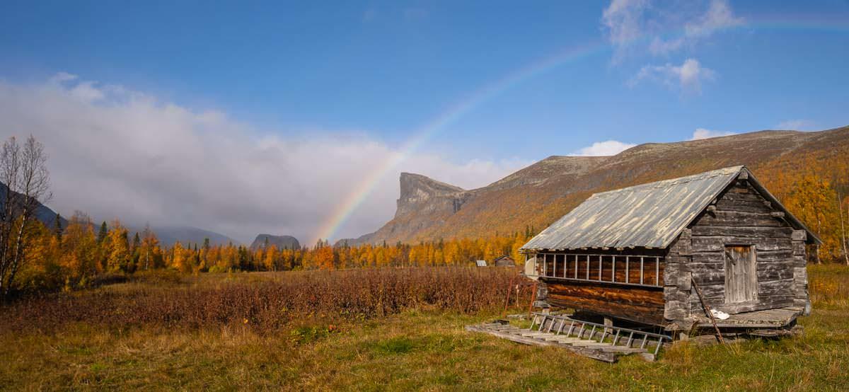 Regenbogen über Aktse in Schweden