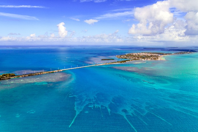 This road over the ocean crosses 42 bridges in its journey from Miami to Key West