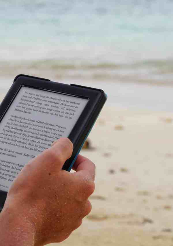 The Best Reading Apps To Read Your Favorite Travel Books (With Free Options!)