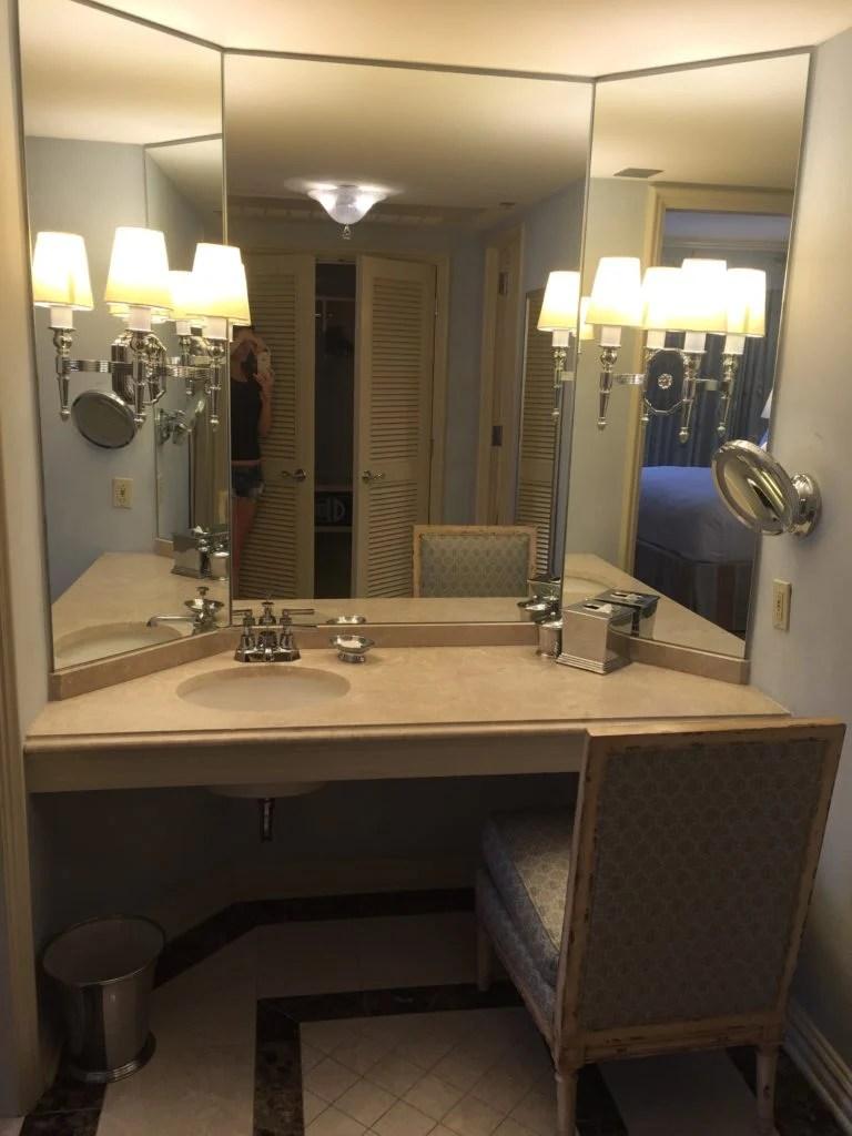 Vanity New Orleans Romantic Hotel