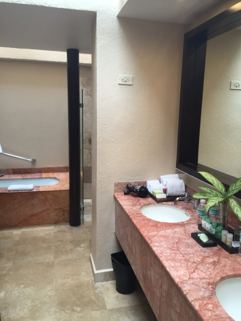 Bathroom Junior Suite Westin PV