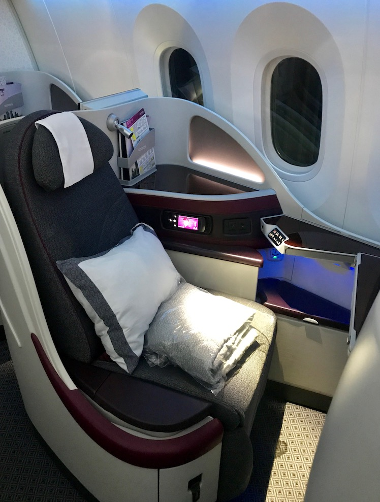 787 lie flat seat on Qatar airways business class