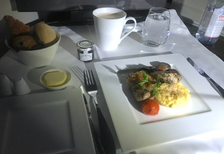Breakfast on Qatar 787 business class plane