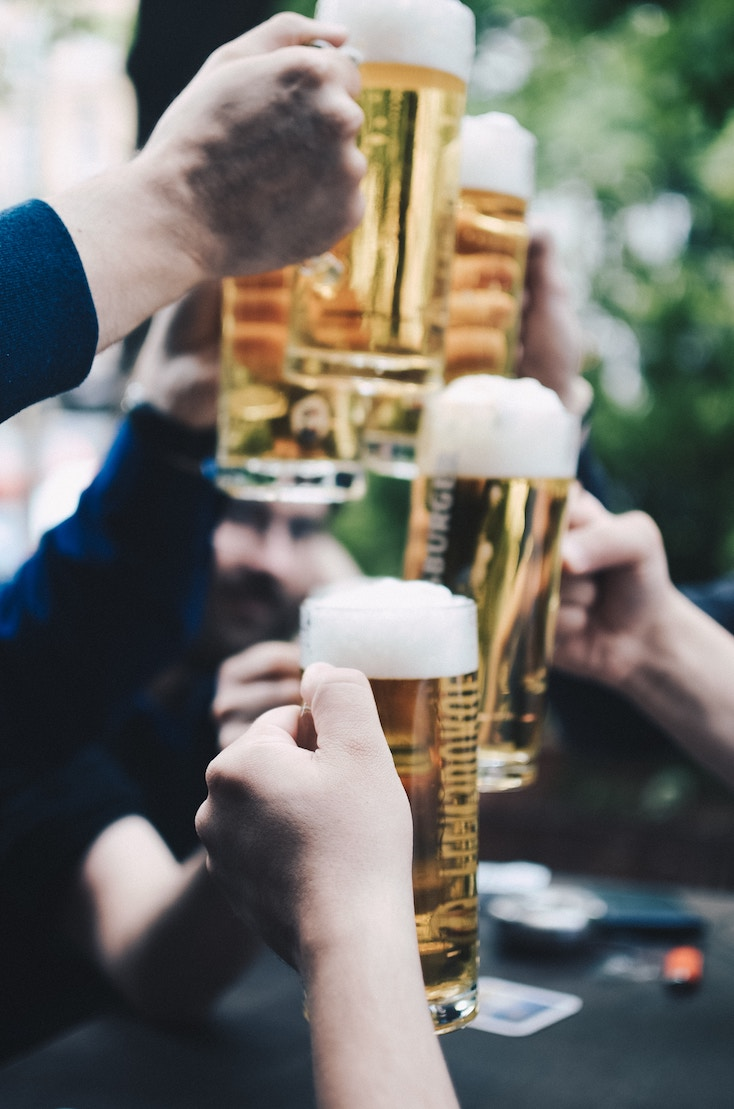 Pint of beer in London pubs- buy everyone a round