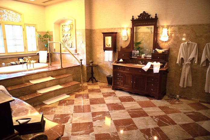 Bathroom in the Presidential Suite Majapahit