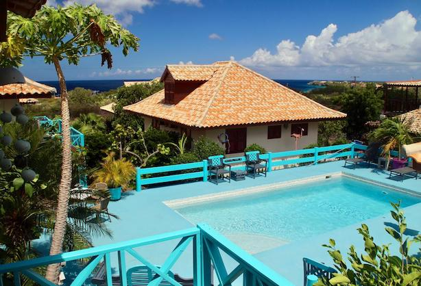 westhill bungalows in curacao - budget accomodations