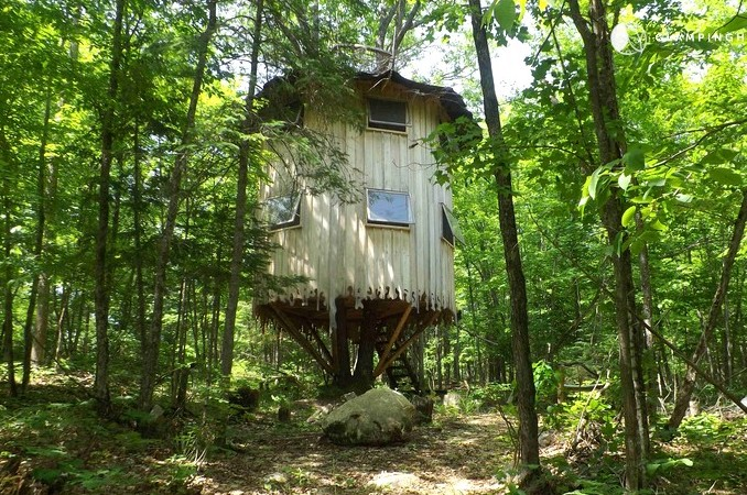 glamping in canada - stay in a treehouse in quebec