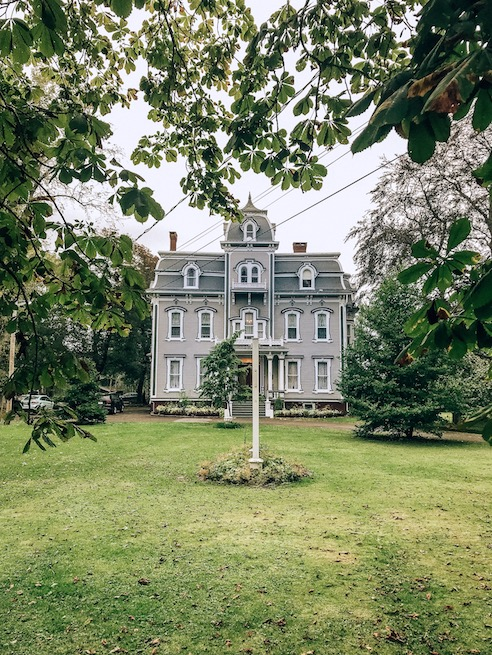 hotel queen anne - historical buildings annapolis royal
