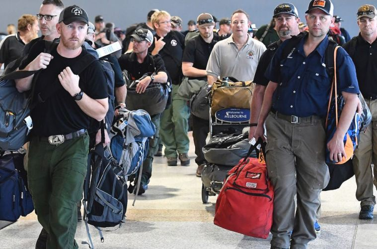 Firefighters From the U.S. & Canada Met With Applause Upon Arrival in Australia