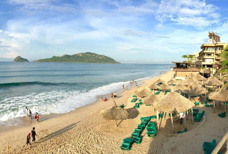 playa mazatlan beach day pass