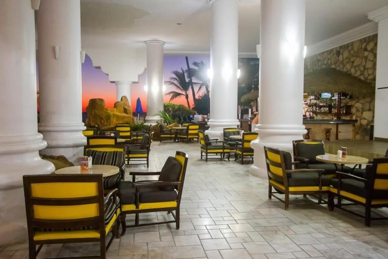 dining at royal villas