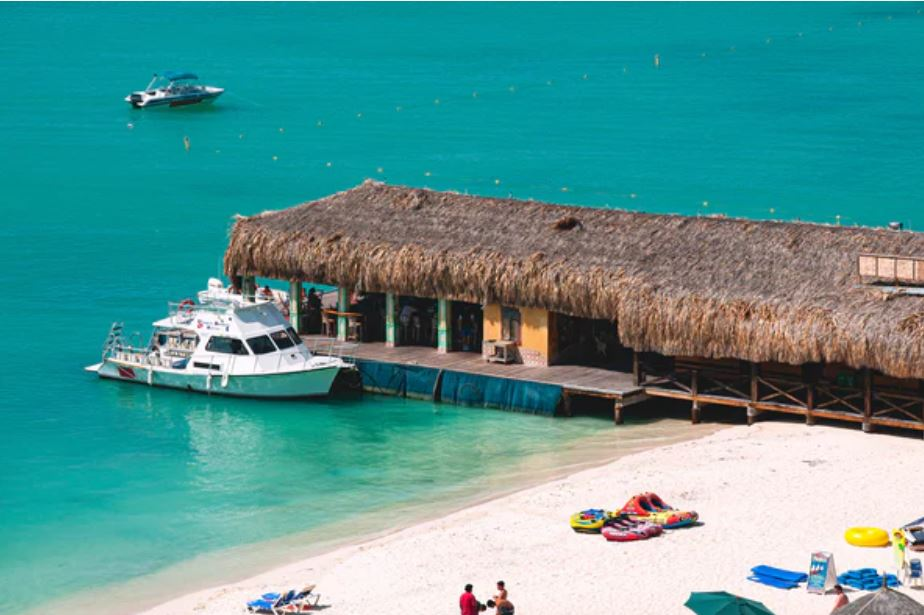 Aruba reopening beach