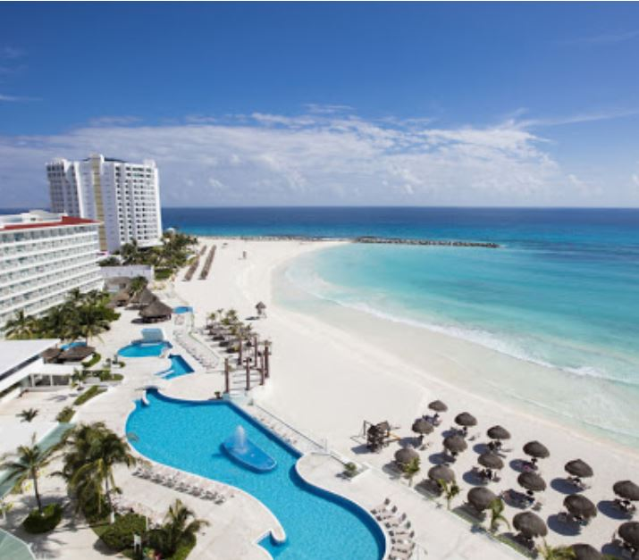 cancun resort empty from pandemic