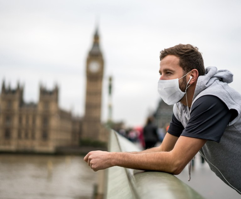 Tourist wearing face mask in front of Big ben in london (1)
