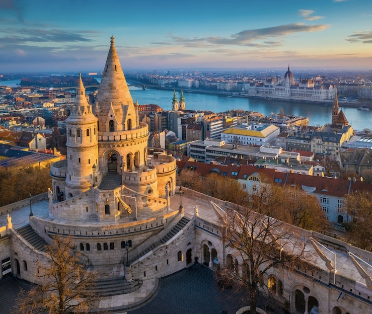 hungary closes again for tourism