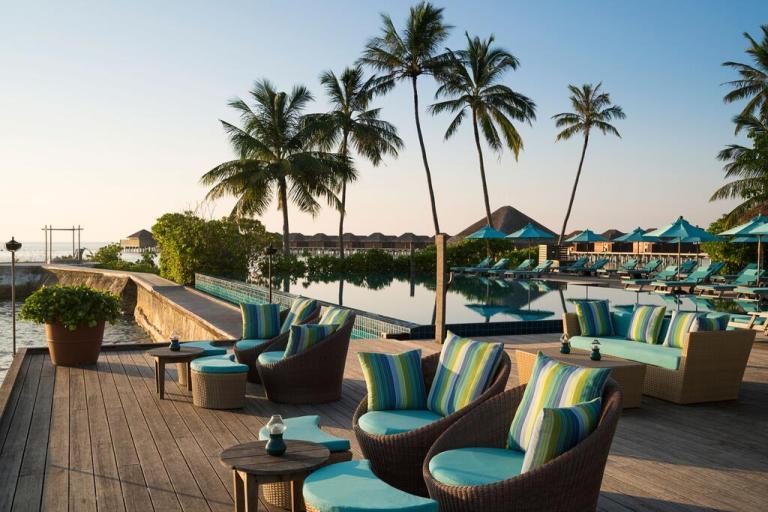 pool and lounge maldives anantara