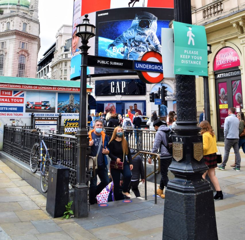 london subway masks