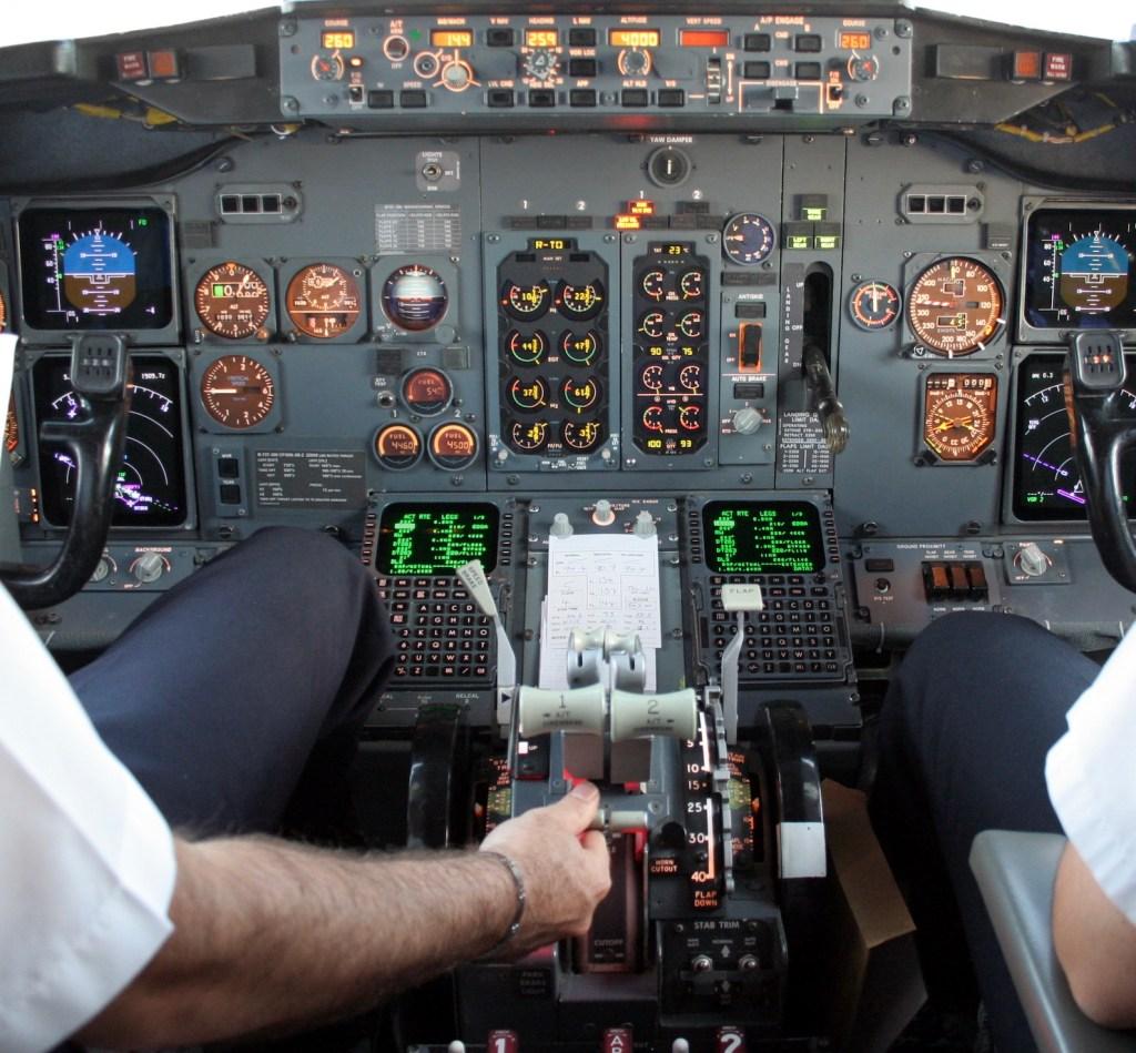 cabina piloto despegue del avión