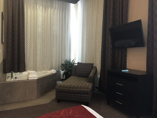 Jacuzzi Suite Kelowna Honeymoon
