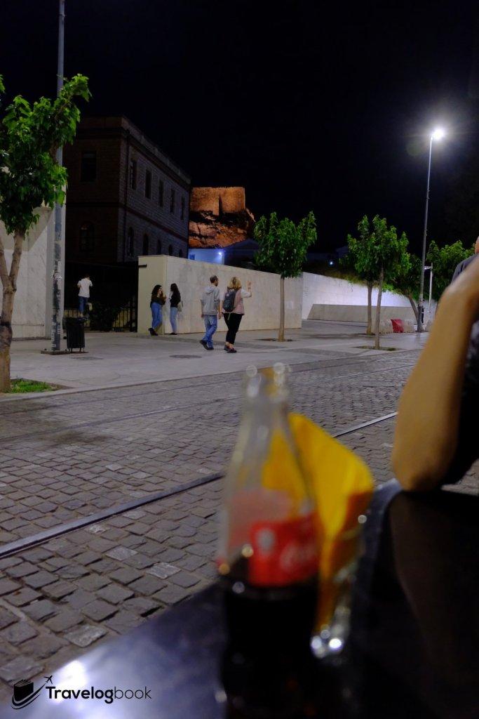 餐廳可遠眺衞城一角。