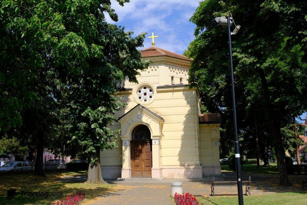 後人所築的教堂,讓骷髏頭塔不再受風吹雨打。