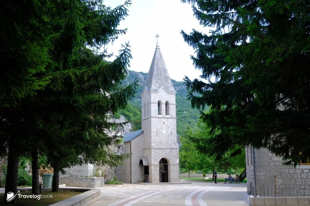 Lower Monastery的Holy Trinity Church。