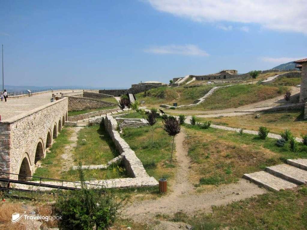 要塞內部,從舊照可見昔日原來還有清真寺。