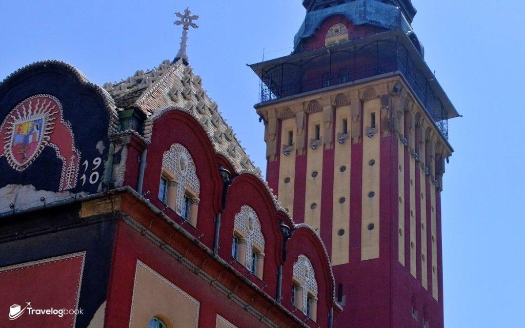 在新藝術風格下的市政廳,裝飾與玻璃也是吸引眼球的地方。