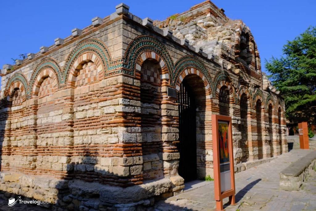 聖天使米迦勒和加百列教堂(Church of the Holy Archangels Michael and Gabriel)乃是中世紀的東正教教堂,保存得不錯,但不能內進。
