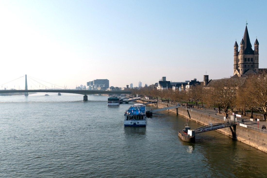 Bezienswaardigheden in Keulen: De Rijn met de Kranhäusern